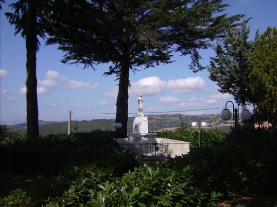 1-cercemaggiore-santuario s maria della libera altare esterno della madonna della libera_hid