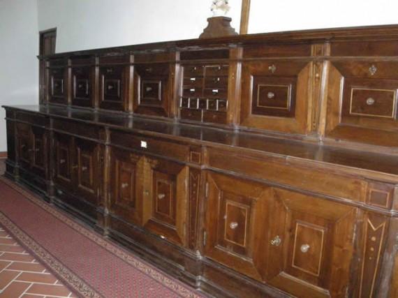 17-cercemaggiore-santuario s maria della libera sagrestia bancone ligneo di giuseppe bruno 1773_hid