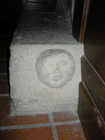 8-cercemaggiore-santuario s maria della libera antico volto apotropaico_hid